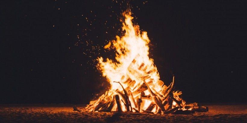 Senās uguns nakts